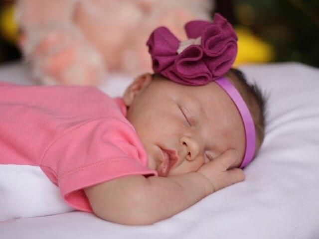 Малышка сладко спит