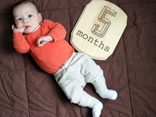 Малыш в пять месяцев