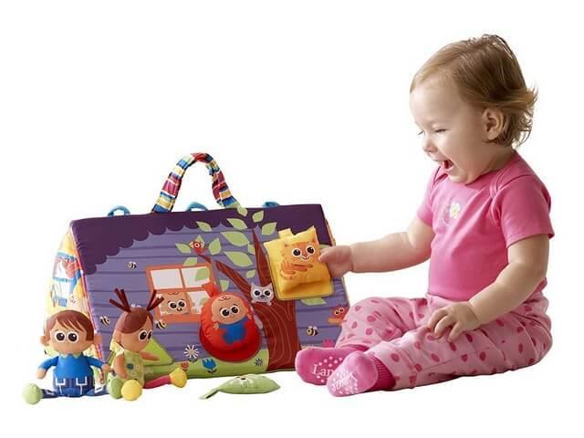 Малышка с подарками