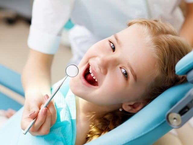 Ребенок на осмотре у стоматолога