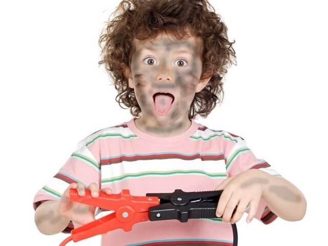 Мальчик с сажей на лице