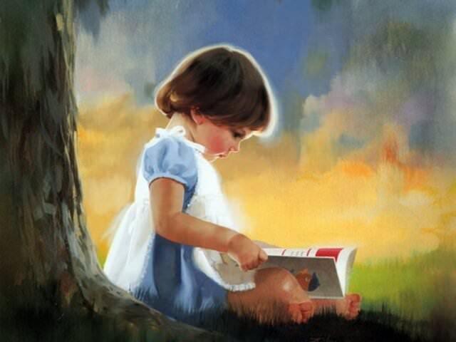 Девочка сидит под деревом