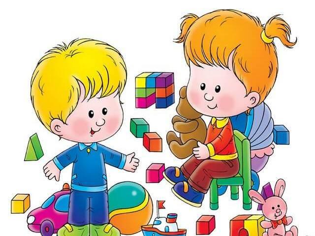 Дети играют с игрушками