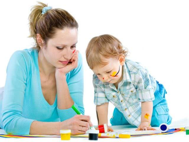 Мама рисует с сыном