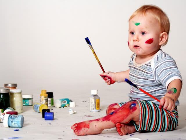 Ребенок с кисточкой 46