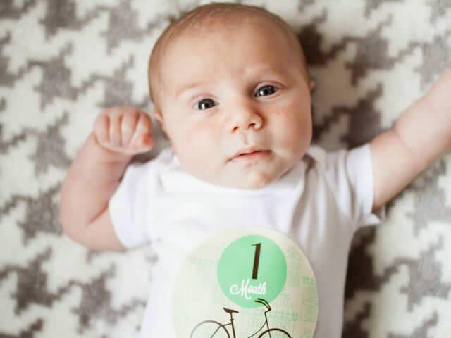 Почему ребенок мотает головой из стороны в сторону 5 месяцев
