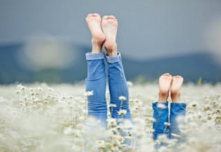 Две пары ног