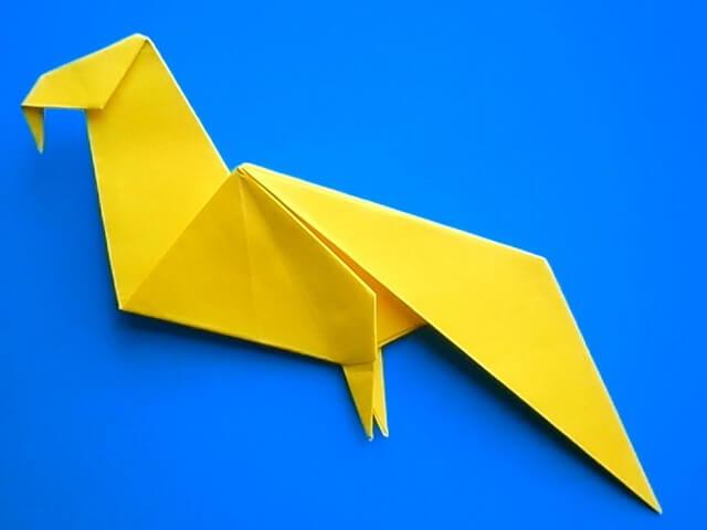 Объемный попугай из бумаги 110