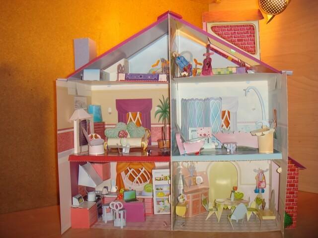 Бумажный кукольный дом