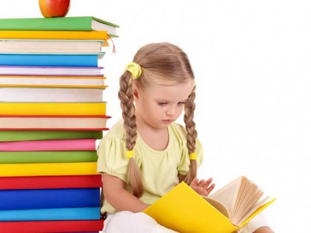 Девочка читат