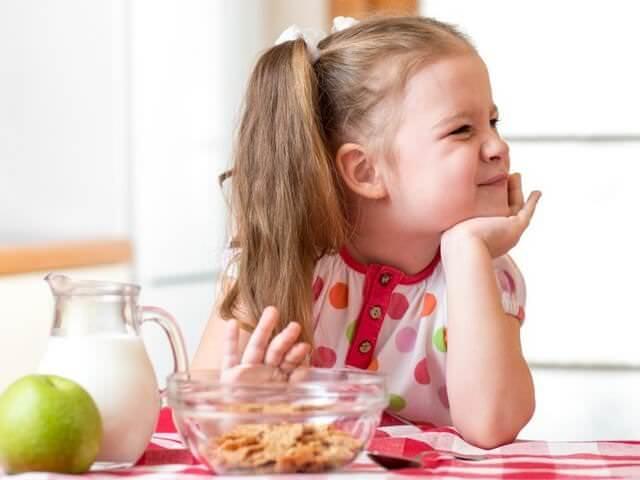 Девочка не ест