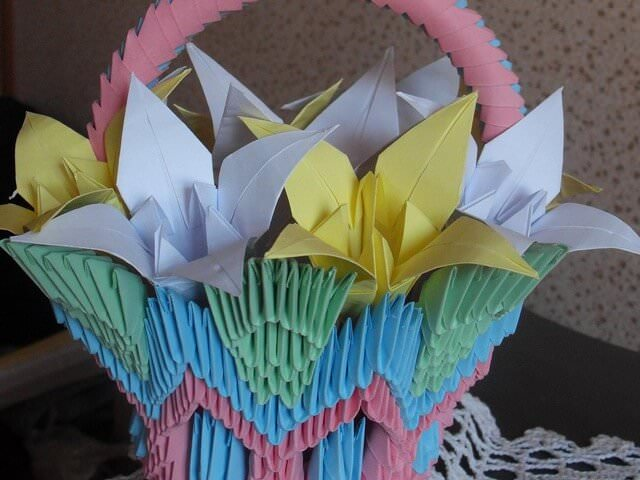 Корзинка с лилиями из бумаги