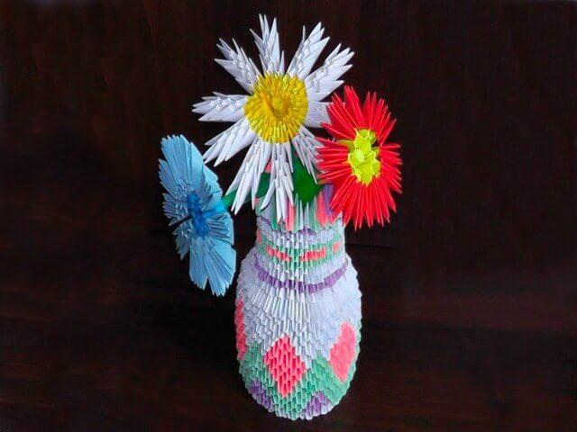 Бумажная ваза с цветами
