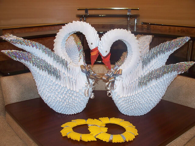 Украшение в виде бумажных птиц