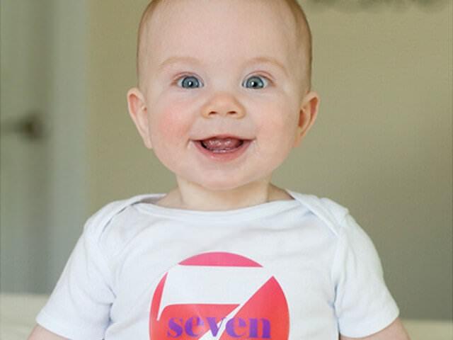 Семимесячный ребенок улыбается