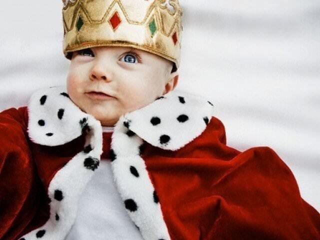 Малыш в царской одежде