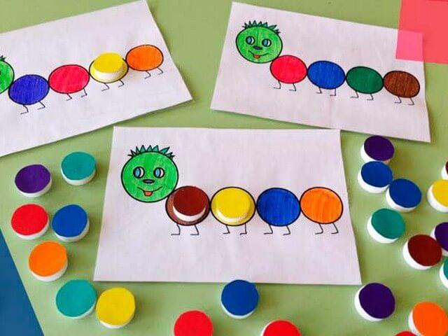 Разноцветные гусеницы