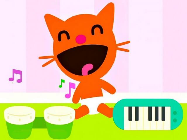 Веселый котенок