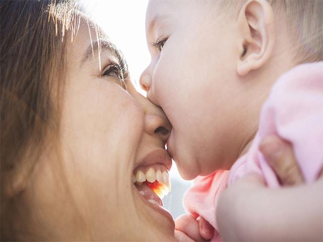 почему годовалый ребенок кусает маму